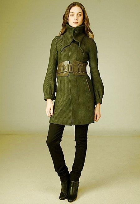 Широкий пояс с пальто
