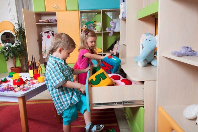 Шкаф - лучшая организация детской комнаты для поддержания порядка