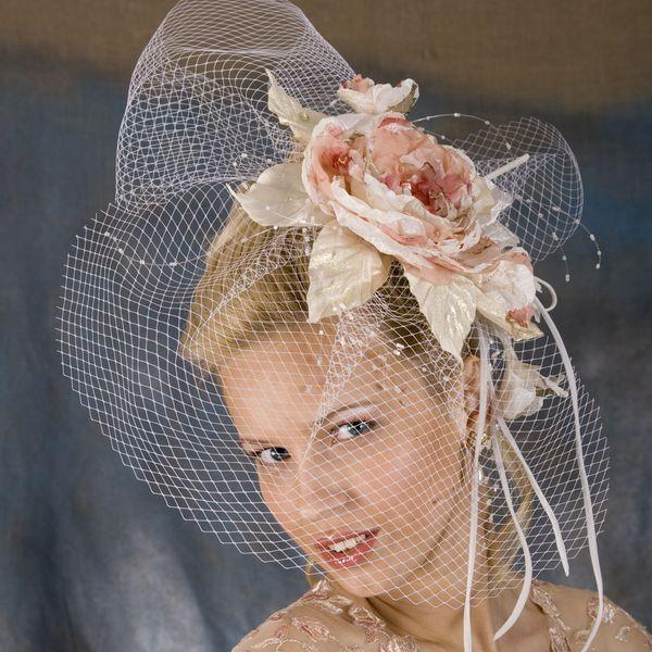 шляпка в форме цветка на свадьбу