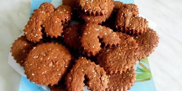 Шоколадное песочное печенье с какао и кунжутом