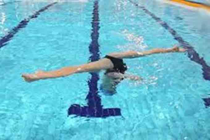 шпагат в синхронном плавании