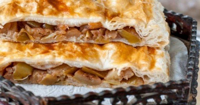 Слоеный пирог с яблочной начинкой
