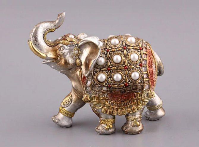 Что означает статуэтка слона с поднятым хоботом