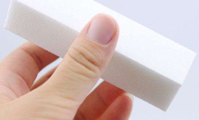 Снимаем с ногтей натуральный глянец