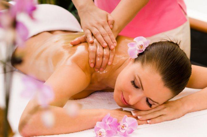 Сочетание приятного с полезным: массаж холки с эфирными маслами и лекарствами
