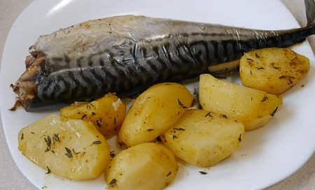 Сочная скумбрия с картошкой