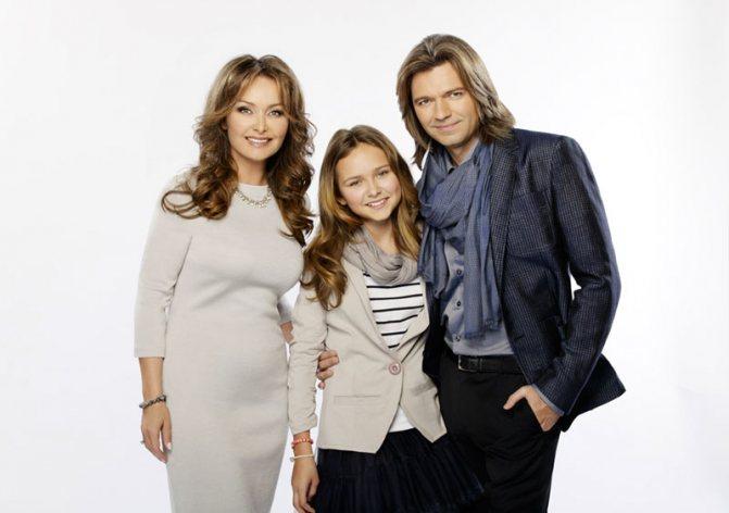 Стефания с папой и мамой