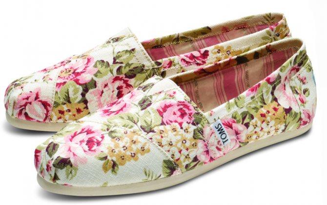 Стиль шебби шик в одежде - обувь с цветочным принтом