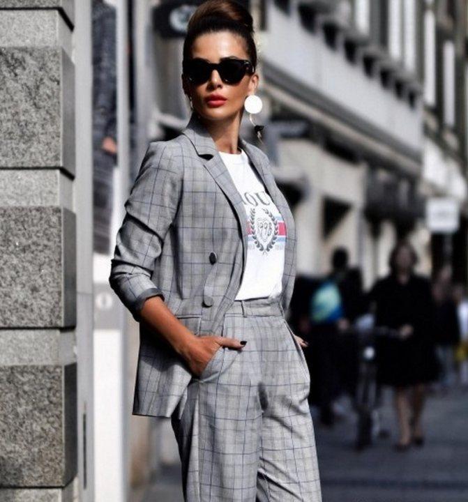 Стильные женские брючные костюмы 2020-2021 года: фасоны, новинки, тенденции