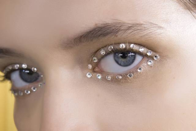 стразы на глазах