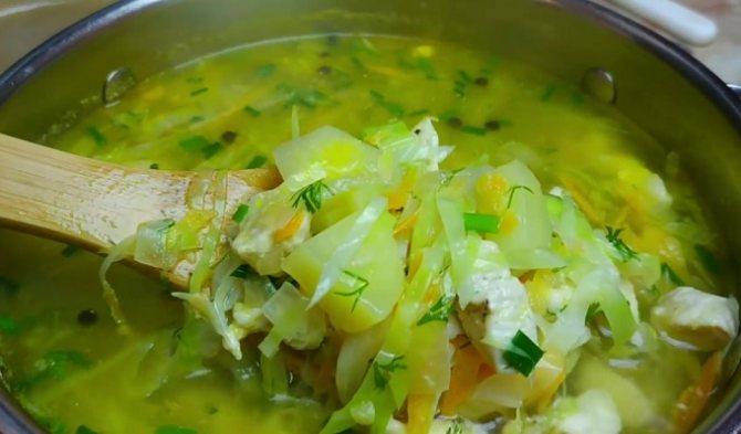Суп из курицы с капустой и картошкой готов