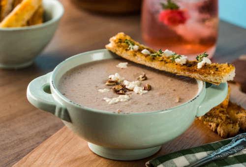 Суп-крем из шампиньонов с орехами