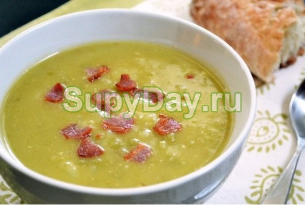 Суп-пюре с копченой курицей, чечевицей и зеленым горошком