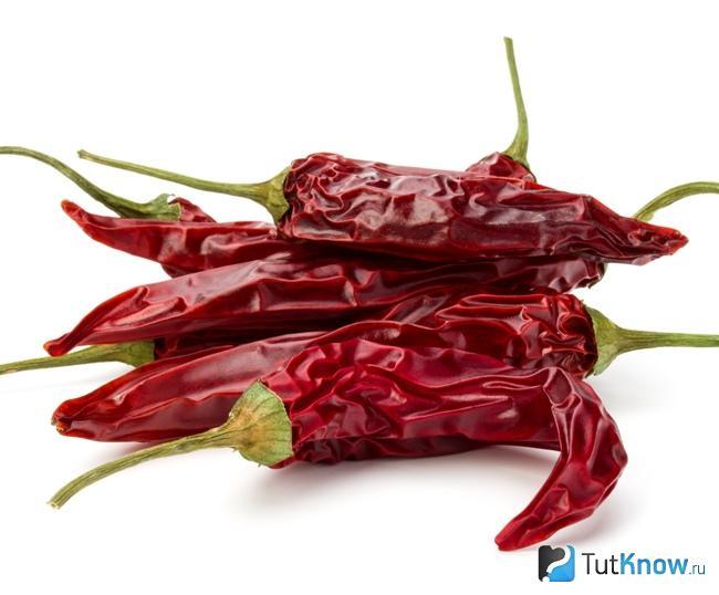 Сушеный красный перец для приготовления маски