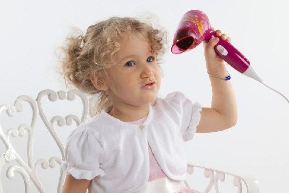 Сушить феном волосы ребёнку