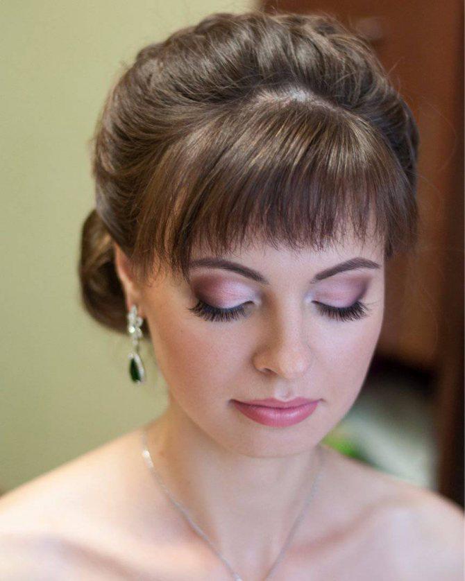 свадебная прическа с косой челкой