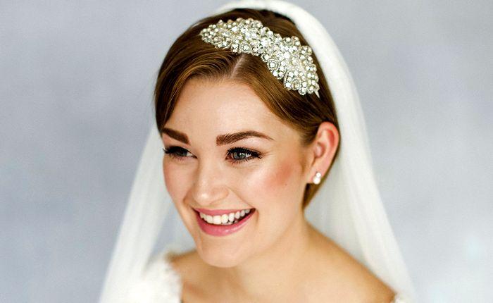 свадебные прически с диадемой и фатой 4