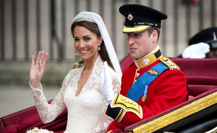 свадебные прически с короной 3