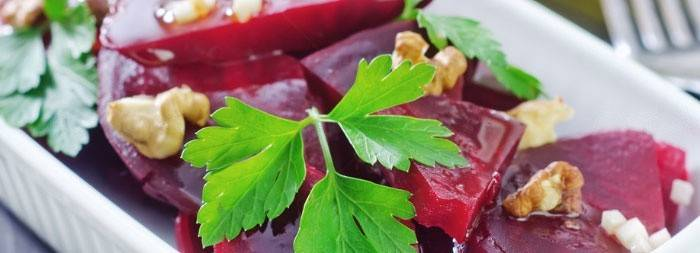 Свекольный салат с зеленью