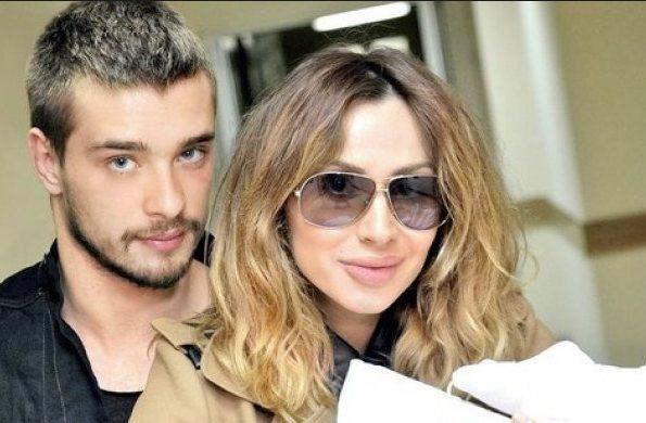 Светлана Лобода и Андрей Царь с Евой на руках (выписка из роддома)