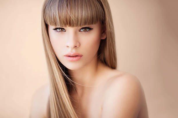 Светло русые волосы и карие глаза