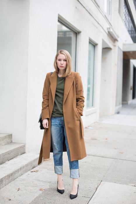 светлые джинсы с пальто
