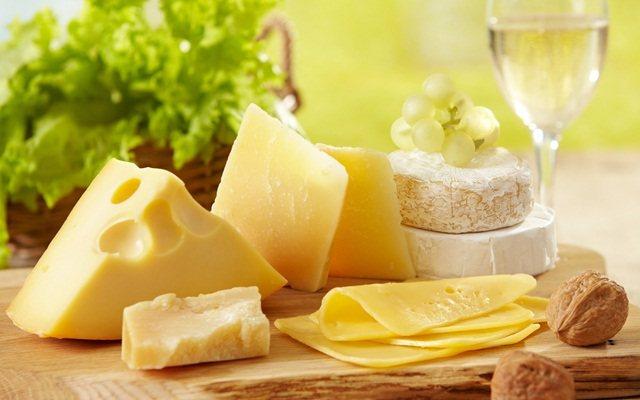 Сыр на пикнике