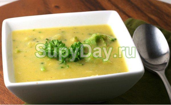 Сырный суп-пюре с копченой курицей и брокколи