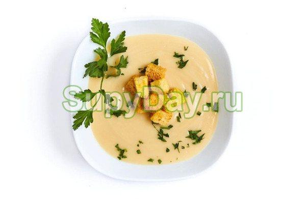 Сырный суп-пюре с копченой курицей и овощами