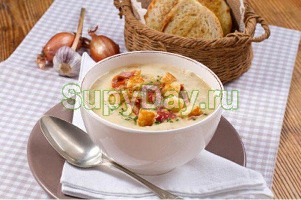 Сырный суп-пюре с копченой курицей