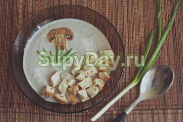 Сырный суп-пюре с курицей, цветной капустой и шампиньонами