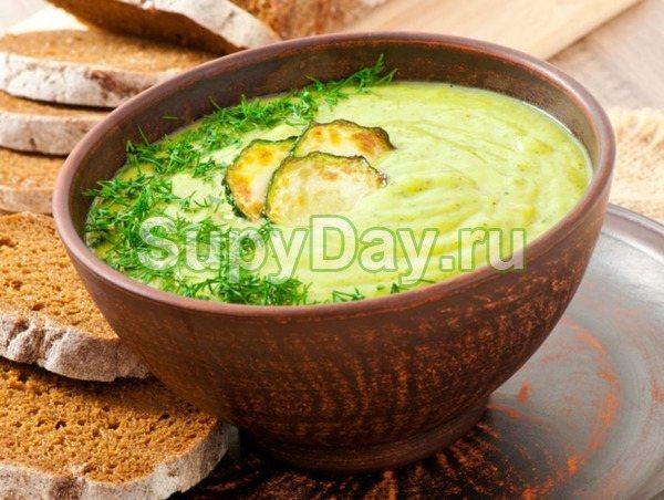 Сырный суп-пюре с курицей и молодыми кабачками