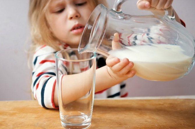Сырое молоко: перевешивает ли польза риски?