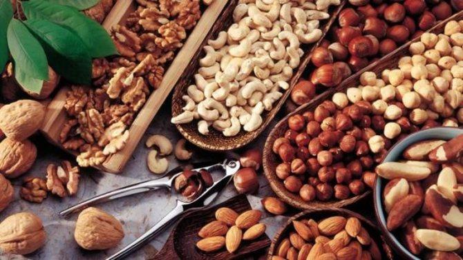 Сырые семена и орехи