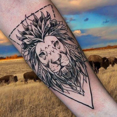 Тату геометрия со львом