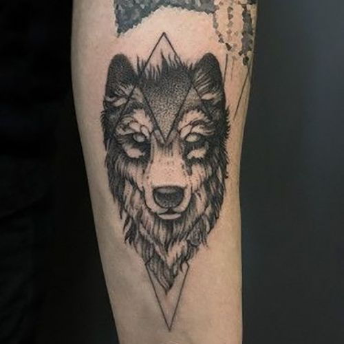 Тату с геометрическими животными, волк
