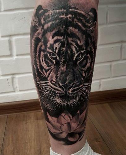 Тату с тигром на ноге