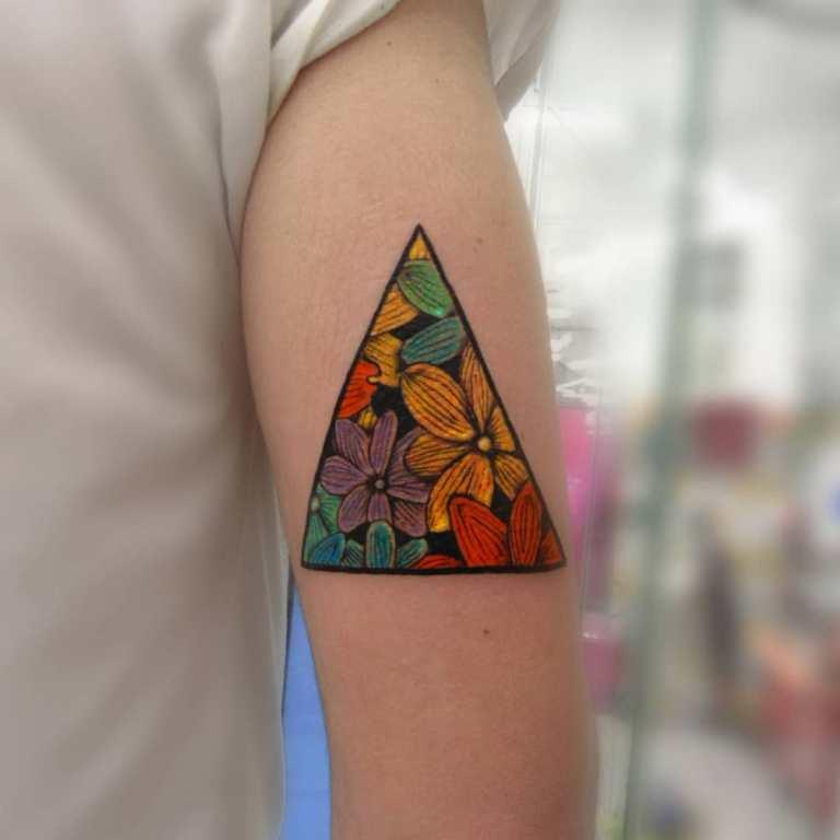 тату с треугольниками