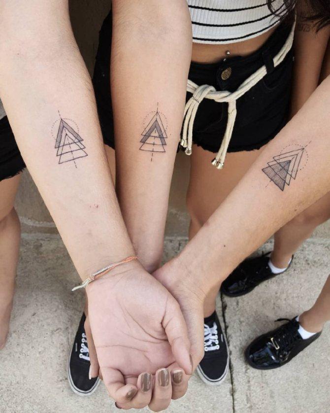 тату в виде треугольника