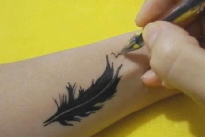 Татуировка гелевой ручкой