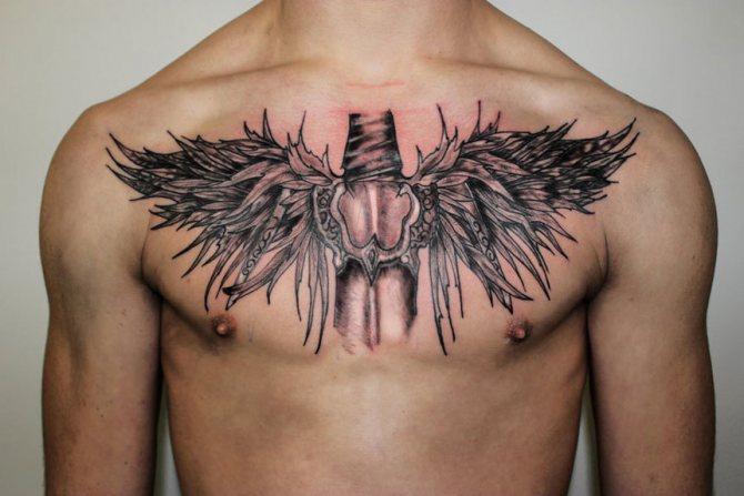 Татуировка на мужской груди