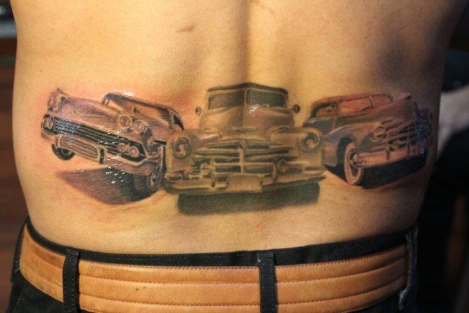 Татуировка на мужской пояснице в виде автомобилей