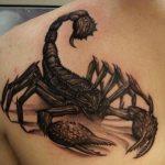 татуировка в виде скорпиона