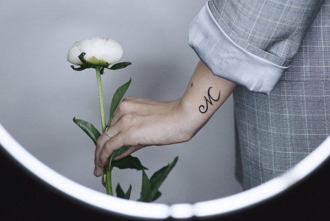 татуировки буквы