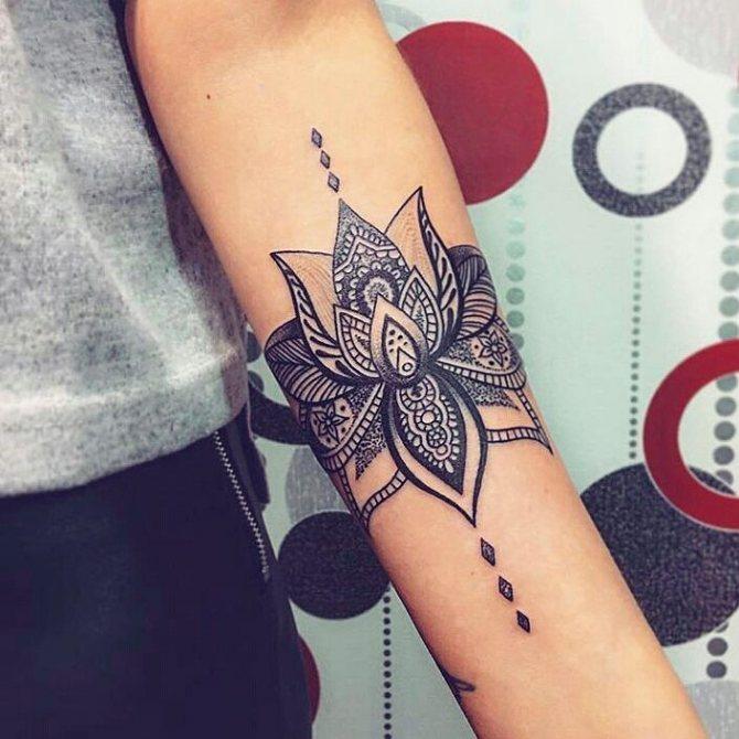 Татуировки для девушек - цветок лотоса