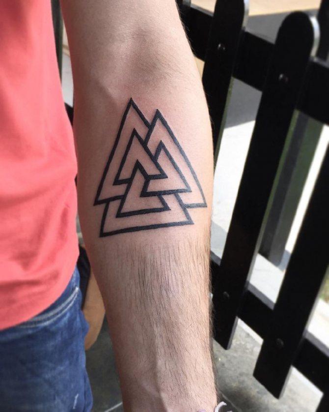 татуировки треугольники