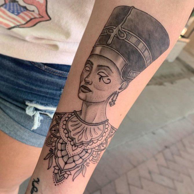 татуировки в египетском стиле