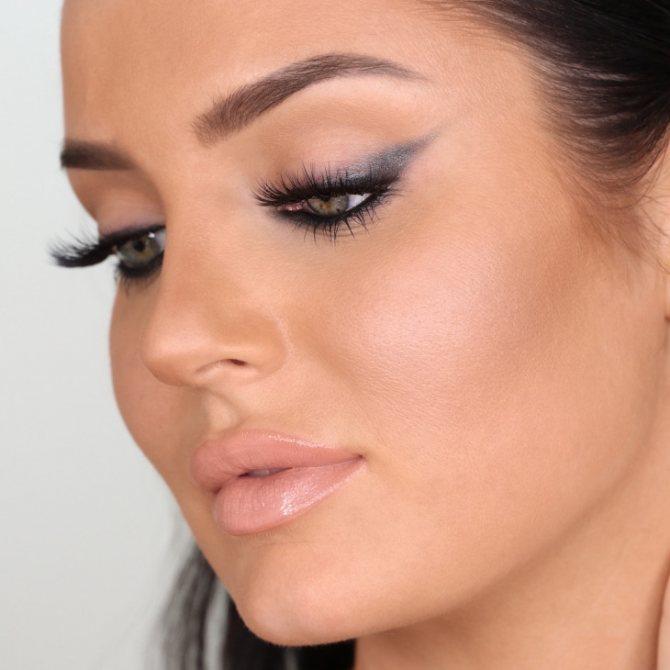 техника макияжа уголок