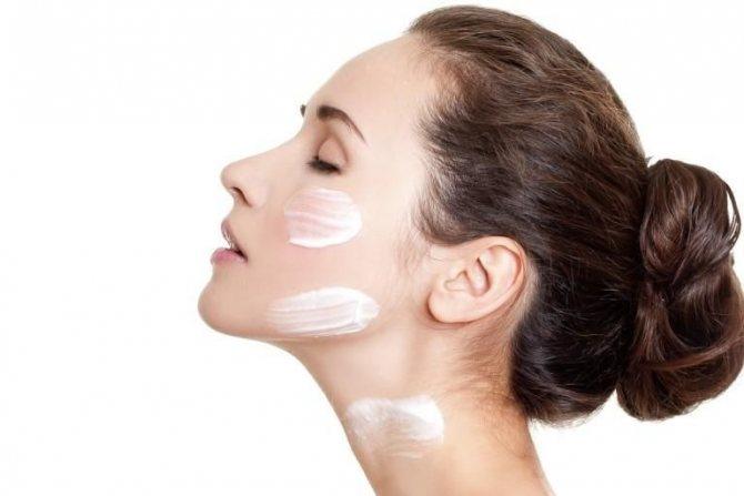 Техника нанесения крема по массажным линиям лица, шеи и зоны декольте, фото № 1