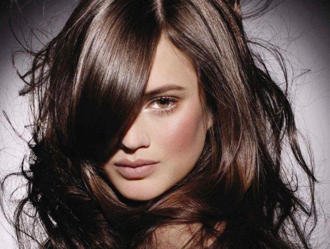 Темно-коричневый цвет волос